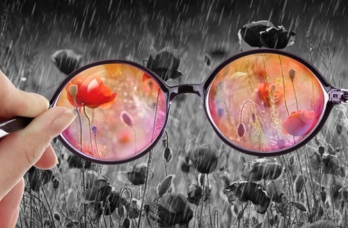 خوشبین بودن به زندگی,عینک خوش بینی,قدرت تفکر مثبت
