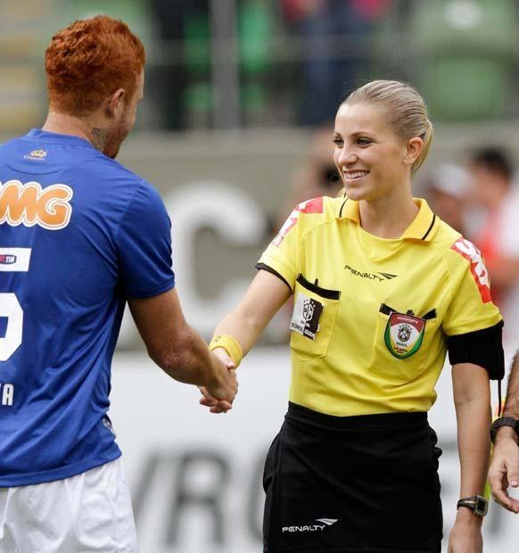 اولین کمک داور زن تاریخ فوتبال,بیوگرافی فرناندا کلمبو,زندگی نامه فرناندو کلمبو