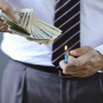 7 باور غلط در مورد پول که شما را فقیر نگه می دارد