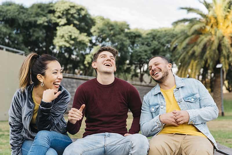 3 گام کلیدی برای قرار گرفتن در میان دوستان صمیمی